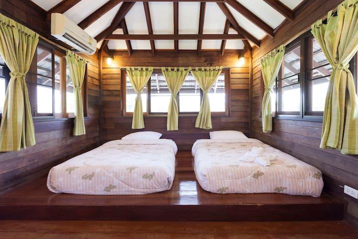 Lanna Charming Cosy Teakwood home Free Bf&Cleanig - Chiang Mai - Hus