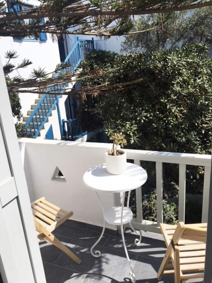 Room with balcony in Mykonos center