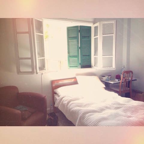 Comfy apartment in heart of Hamra
