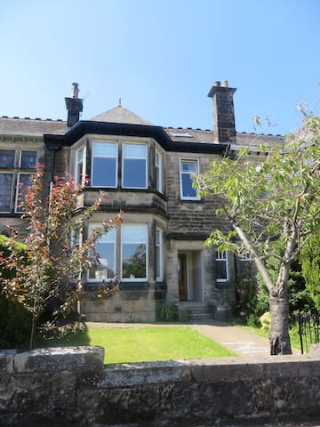 Beautiful 5 bed terrace house - Giffnock