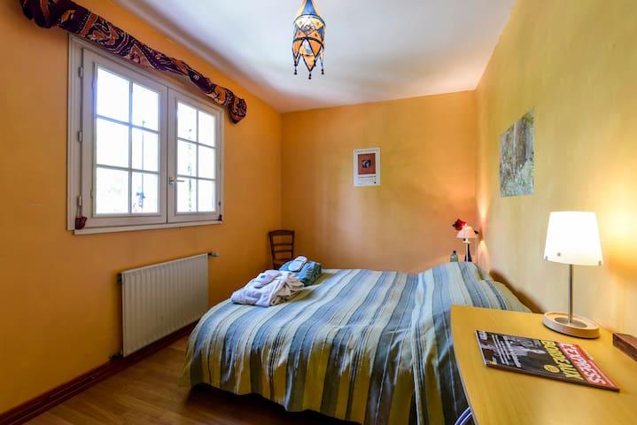 Chambre confortable bordant un parc - Gradignan - ที่พักพร้อมอาหารเช้า