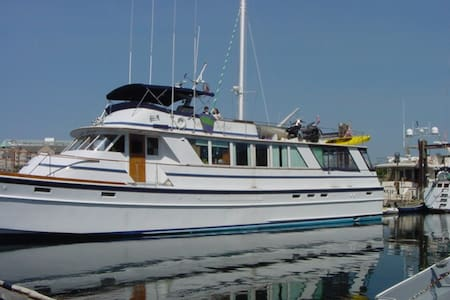 Luxury Yacht, Sleeps 8 - San Francisco - Bed & Breakfast
