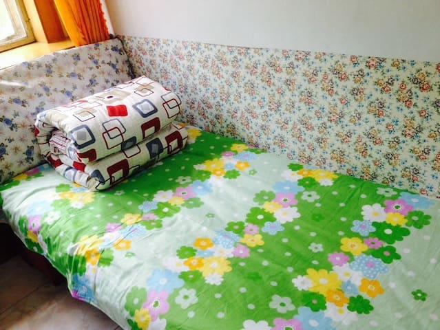 卓尔青年旅馆--市中心店--特价床 - Xining - Maison