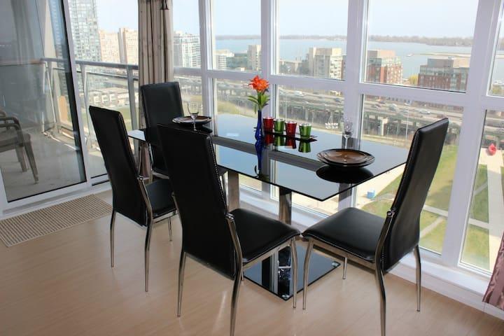 18th Floor,2BD/2BR,Free Parking - Toronto - Byt