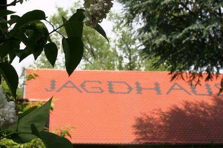 2BR Famous Jagdhaus Apt--Under TLA! - Ramstein-Miesenbach - Wohnung