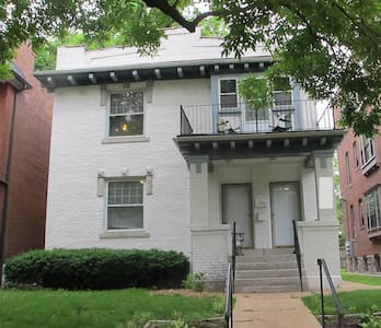Large Flat near Washington U. - Saint Louis