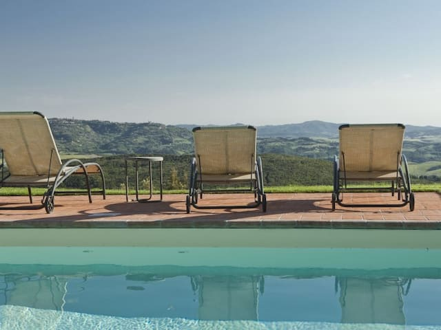 Near San Gimignano and Volterra-villa with pool