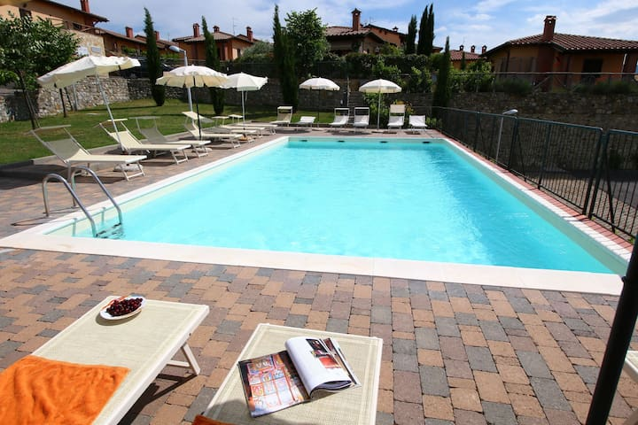 Luxury Holiday Home in Val d'Orcia with Swimming Pool