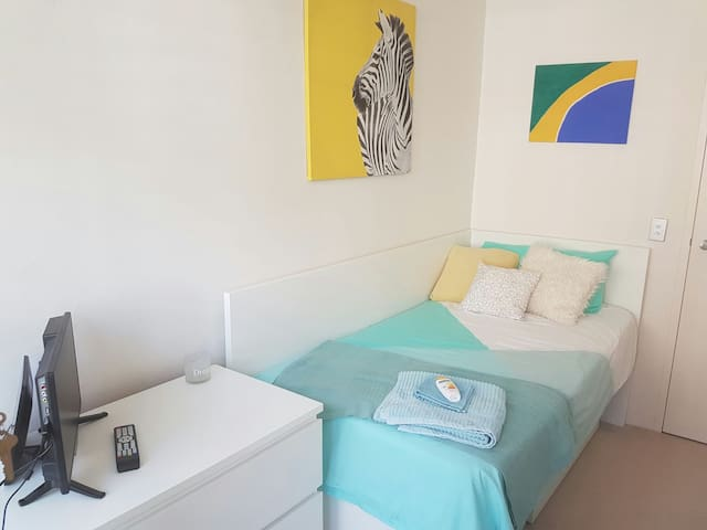 Single room in a wonderful location (Female only)