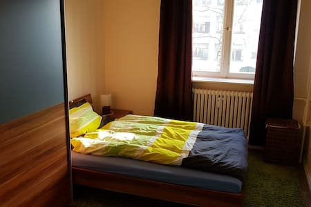 Private cozy room near Metro U8 and Tegel Airport - Berlim - Apartamento