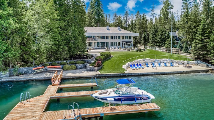 Villa Z: Estate, Waterfront Home.  4 Ski Passes NOW Available!