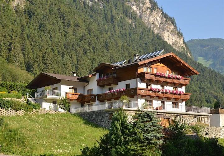 Haus Julia - Apartment Alpenrose Mayrhofen
