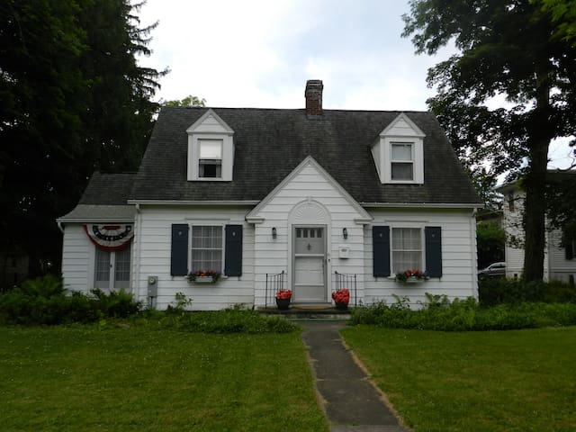 Corner Cottage in Cazenovia Village - Cazenovia - Rumah