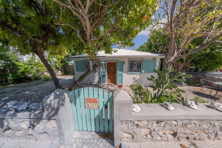 🌞Priv beach cottage w yard, sleeps 5- best value!