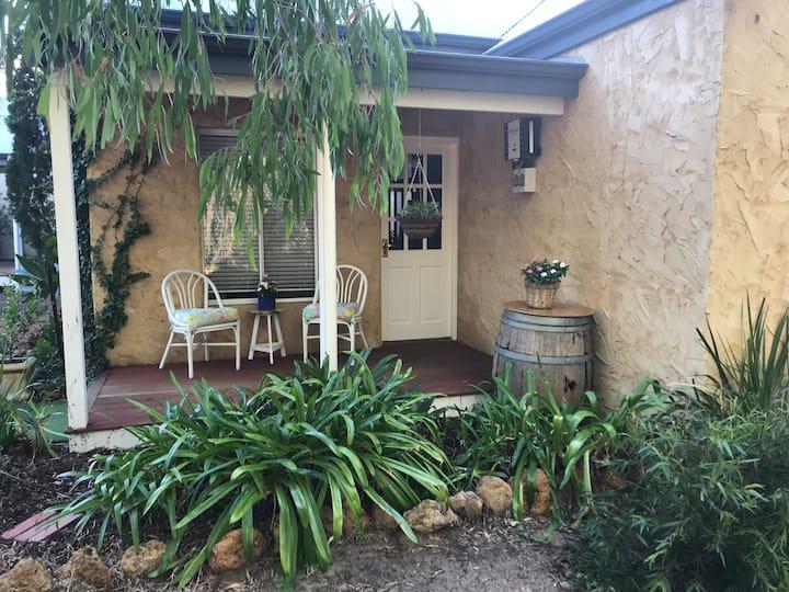 Kangaroo Cottage Rural Retreat