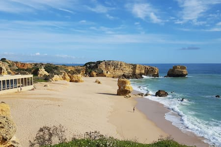 Near Beach: Double/Twin Room with Private Bathroom - Albufeira - Apartemen