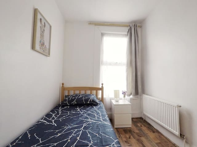 Lovely Single Room 10 min from Liverpool Street