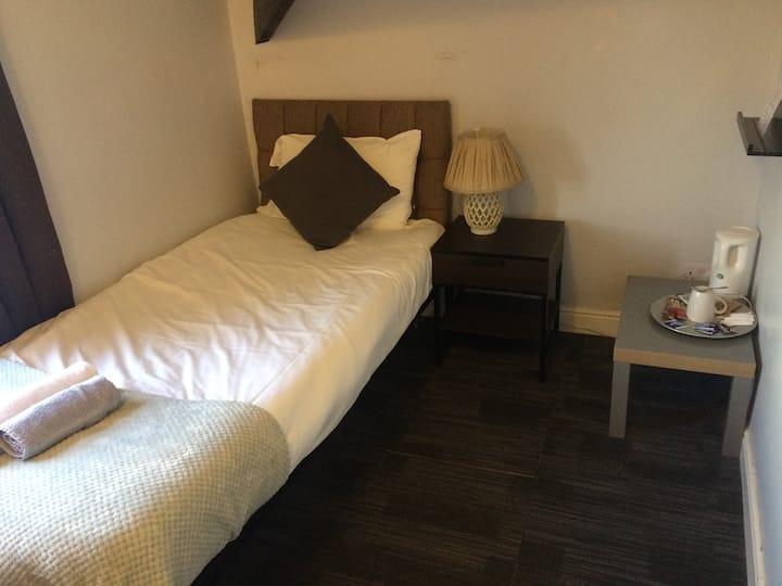 Queens single rooms