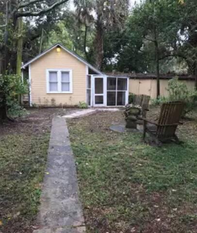 Quiet Cottage in Historic Neighborhood