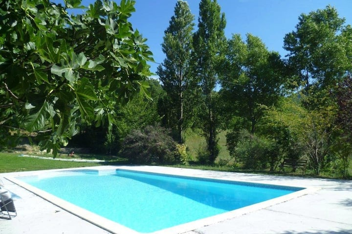 Charming Farmhouse in Pont-de-Barret with Swimming Pool