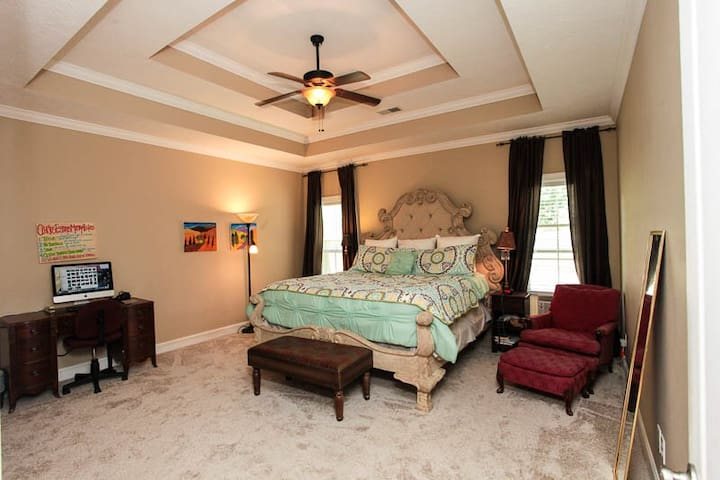Beautiful North Jackson Home Lg. Master Bed & Bath