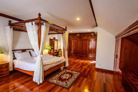 VIP apartment with pool and 24h-gym! Free pick up. - Krong Siem Reap - Apartamento