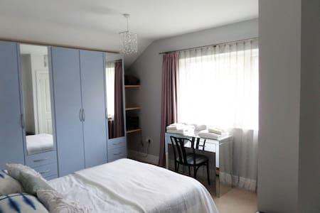 Bedroom with Ensuite near Aberaeron - Aberaeron - 獨棟