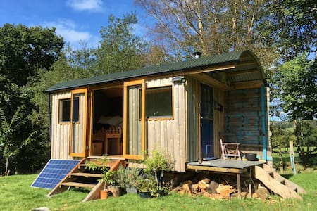 Newly Crafted Artists Riverside Retreat - Machynlleth