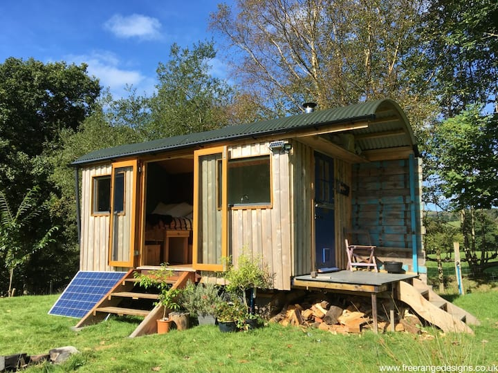 Remote Retreat in private field, ideal for dogs