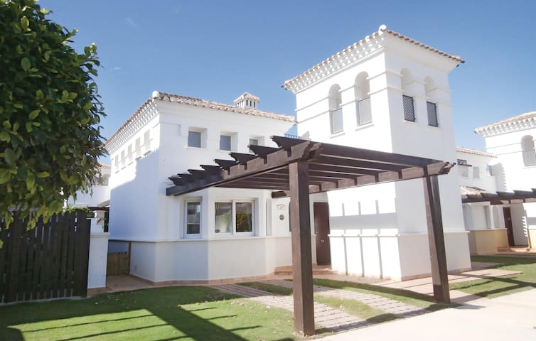 Holiday cottage with 2 bedrooms on 70 m² in Roldán