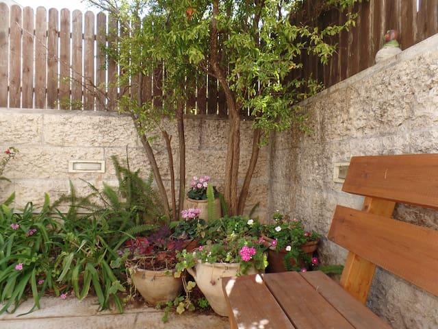 Short+Long Term-Large Garden Apart Jerusalem Area - Mevaseret Zion - Rumah