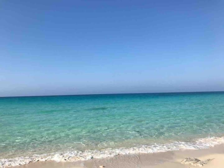 Beachfront chalet, Sahel شاليه بقرية فرح ٢ الساحل