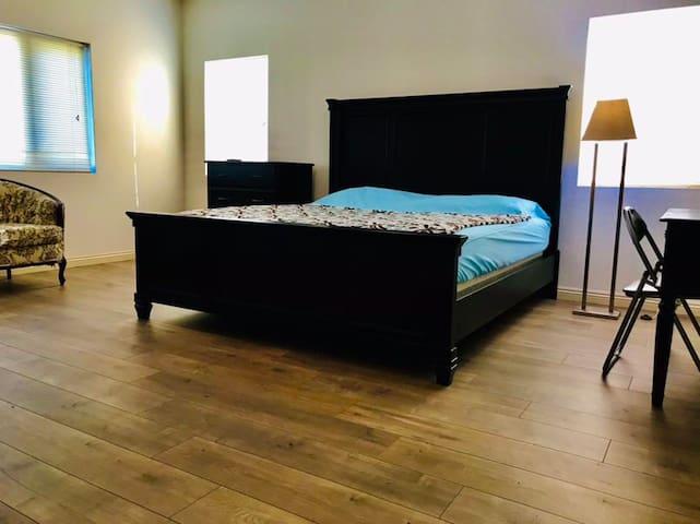 主臥室非常寬敝The master bedroom is very wide