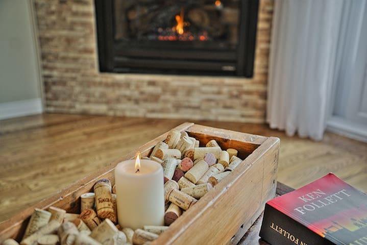 Chaleureux  chalet 4 saisons - L'Anse-Saint-Jean - Hytte (i sveitsisk stil)