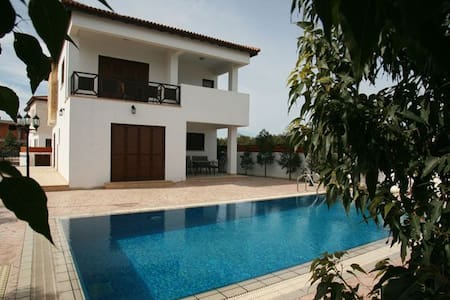 Oceanic Villa with Private Pool - Pyla - วิลล่า