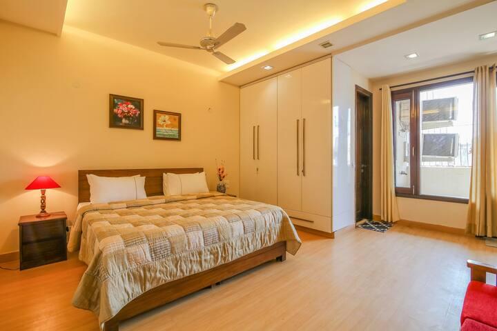 Sarvada-Convenient living in Delhi, near Apollo