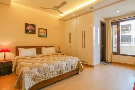 Hostie Sarvada - Convenient living in South Delhi