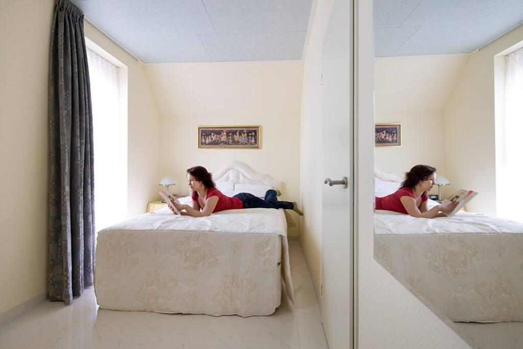 Luxe slaapkamer met eigen douche en toilet