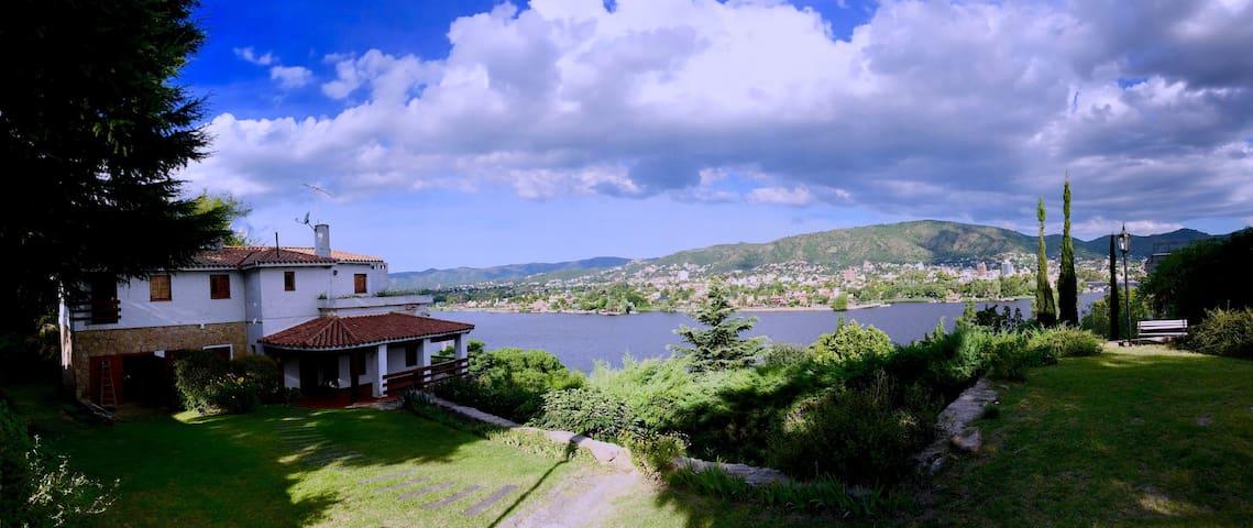Villa italiana sobre el lago con vista excepcional