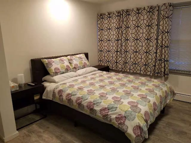 Roslyn Larger Room with Private Bathroom