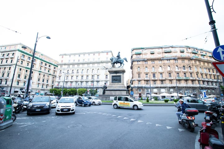 CENTRAL FLAT IN PIAZZA BORSA