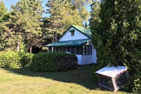 Old-fashioned cottage near the lake in Oliphant - Wiarton - Cabana