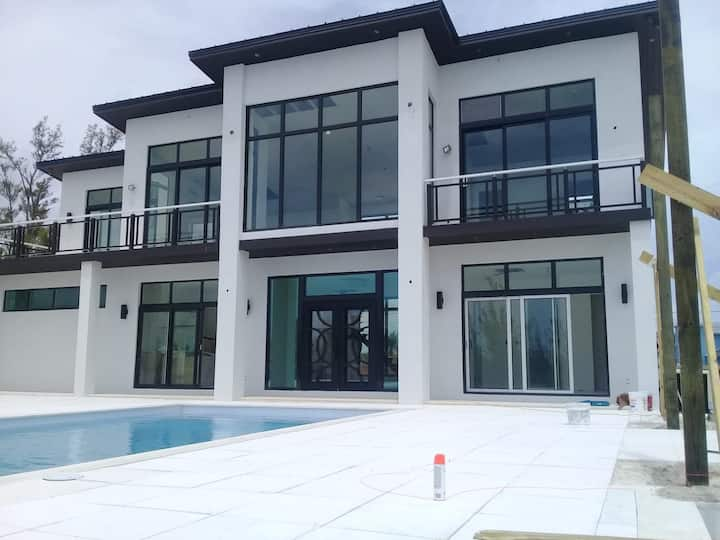 SeaClusive Luxury Vacation Villa Freeport Bahamas