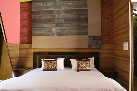 Deluxe Room With Breakfast and Dinner in Lansdowne