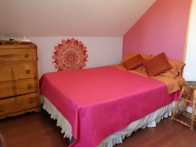 Jolie chambre confortable dans Maison Campagne.