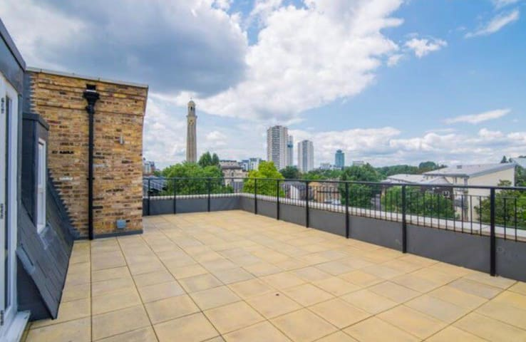 DREAM PENTHOUSE WITH HUGE PRIVATE TERRACE IN KEW