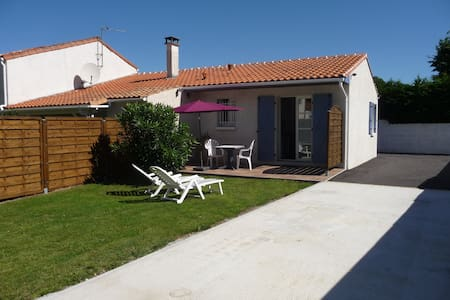 Gîte, private parking, calm 7 km from the beach