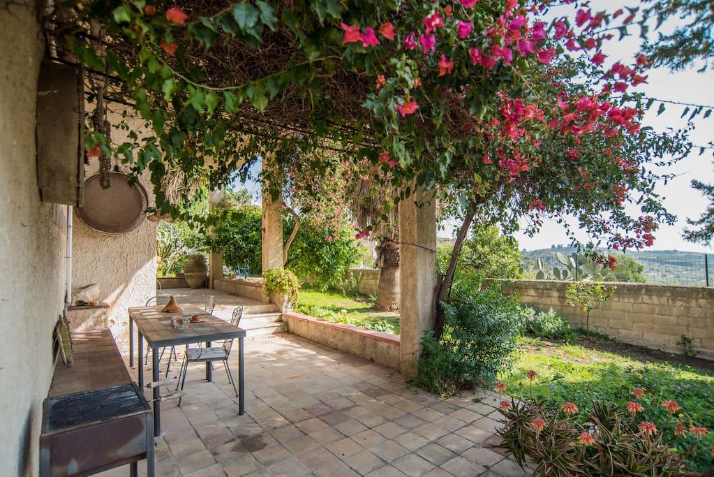 Casa tradizionale con giardino appartamenti in affitto a - Affitto casa con giardino ...