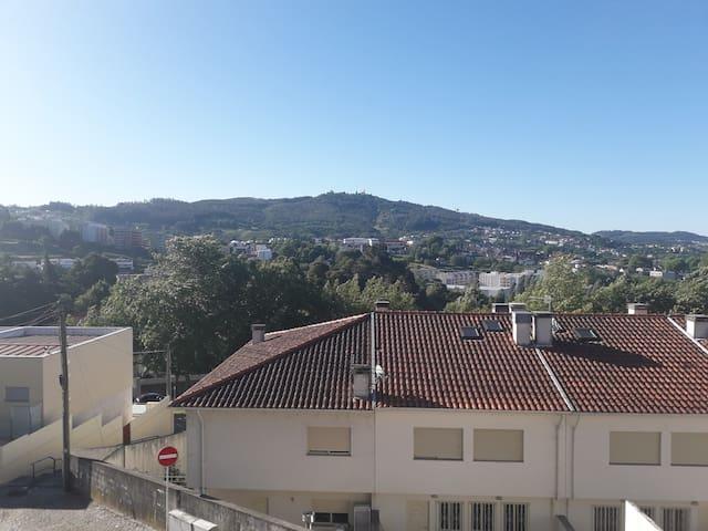 Vista da varanda uma paisagem linda para toda a cidade