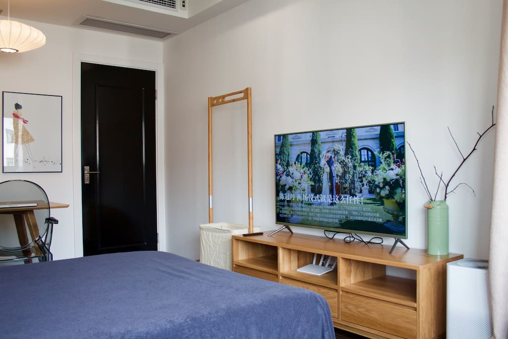 高清智能液晶电视,直播点播完全自由自在。 Smart network HD LCTV.